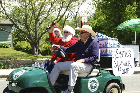 Whispering Pines Campground: Santa on Parade