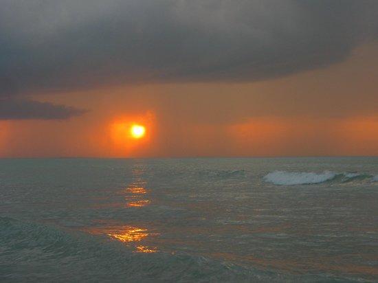 Casa Takywara: Sunset from Beach
