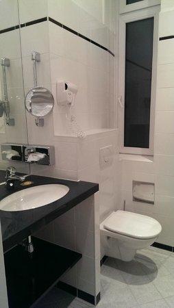 Hotel Kummer: Уютная ванная комната одноместного номера