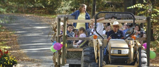 Whispering Pines Campground: Columbus Day Weekend Hay Rides