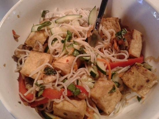 VietRiver: half eat'n yum! tofu stir fry with noodles