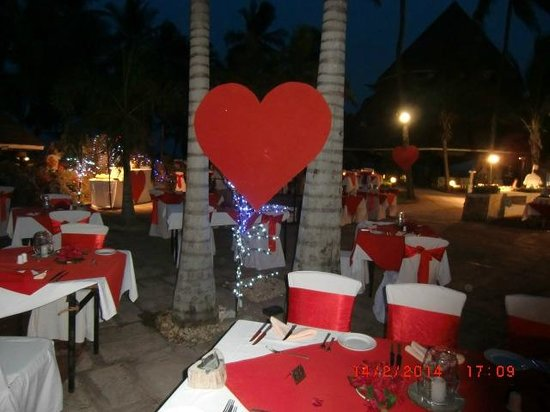Diani Reef Beach Resort & Spa : Dining