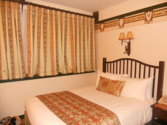 Disney's Sequoia Lodge : Bedroom - lush!