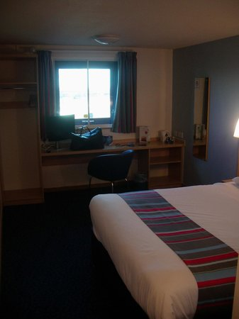 Travelodge London City Airport Hotel: Room, first view