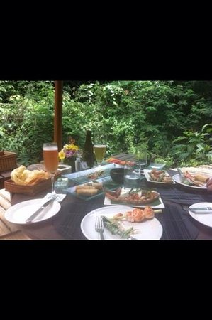 Hanging Gardens of Bali: Sparkling wine and beer.