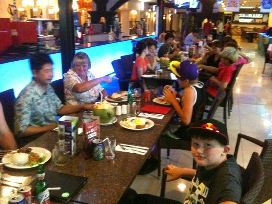 Legian Paradiso Hotel: Happy eating with George