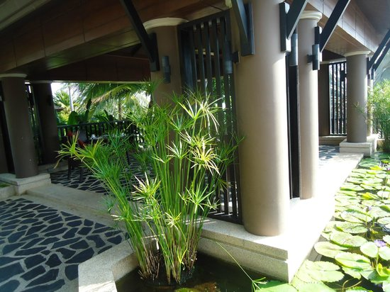 Pullman Phuket Panwa Beach Resort : breakfast area for villa guests