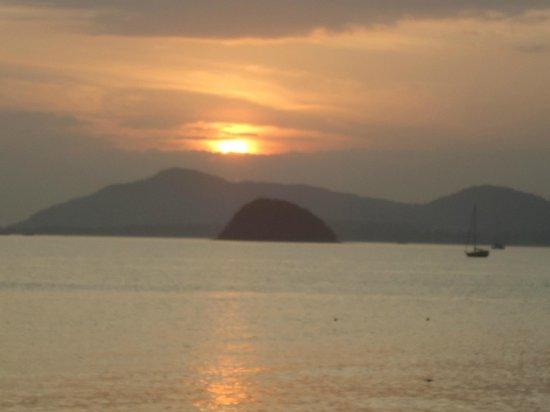 Pullman Phuket Panwa Beach Resort : sunset down the road at Cape Panwa