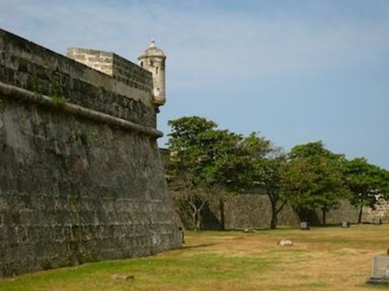 Muraille : The walls surrounding the Old City
