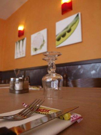 Restaurant les trois marmites dans courbevoie avec cuisine fran aise - Restaurant les pieds sous la table ...