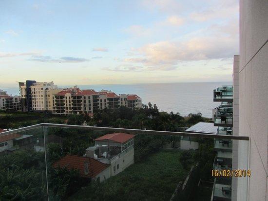 Golden Residence : Blick vom Balkon zum Meer