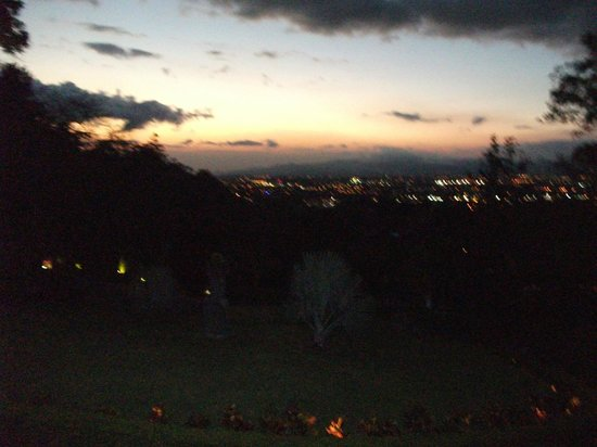Ringle Resort Hotel & Spa: Evening view of San Jose valley