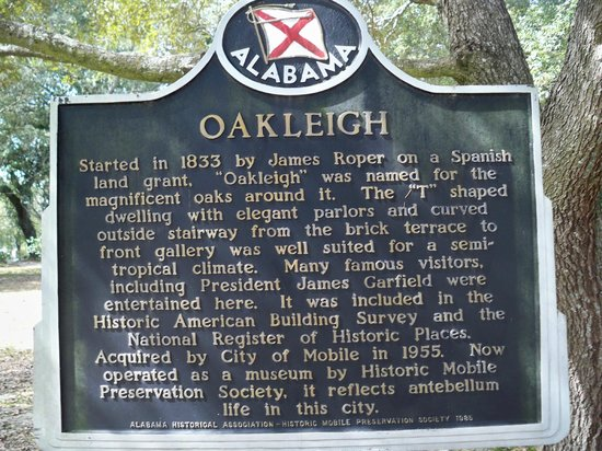Historic Oakleigh House: Historical marker outside the house.