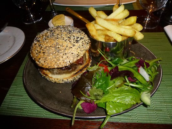 Brasserie at Ellenborough Park: Fillet of beef burger topped with pancetta and blue cheese
