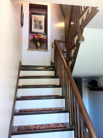 Patchwork Inn: Orginial Staircase