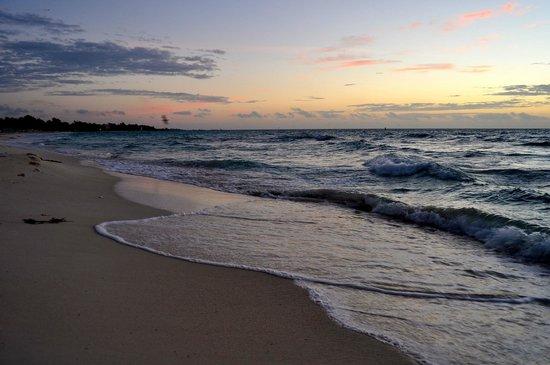 Mahekal Beach Resort: Beach at sunrise