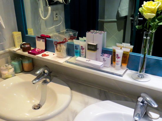 Hotel THe Volcan Lanzarote : good selection of toiletries