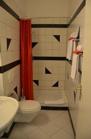 Hotel Alexander: Gutes Bad