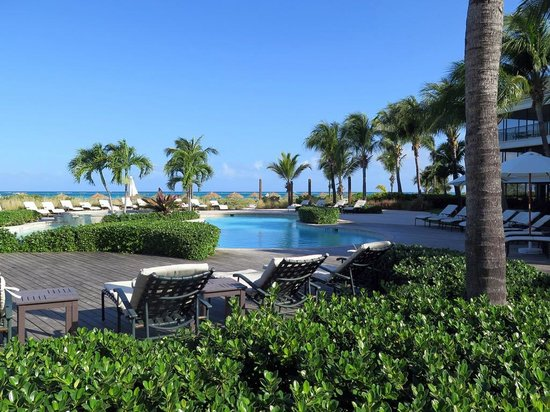 The Sands at Grace Bay: Oceanfront pool