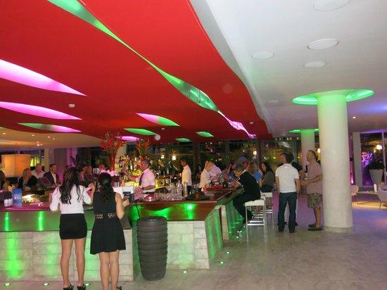 La Concha Renaissance San Juan Resort : lobby bar area