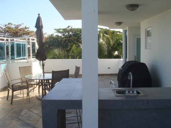 Villa Tropical Oceanfront Apartments on Shacks Beach : OB3 Terrace