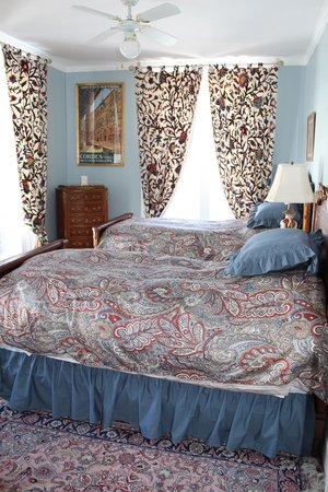 Chesley's Inn : The French Room has twin beds with pillow top mattresses.