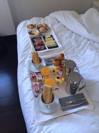 """Le Windsor Grande Plage Biarritz: Petit déj """"brunch"""" en chambre"""
