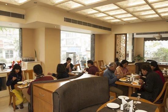The Athena Hotel: Restaurant
