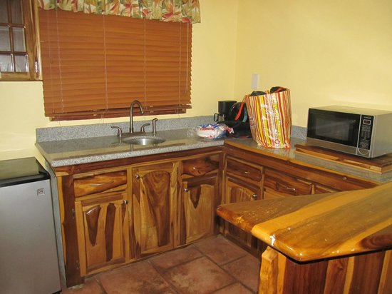 Bay View Eco Resort & Spa: kitchen has coffee pot, fridge and microwave