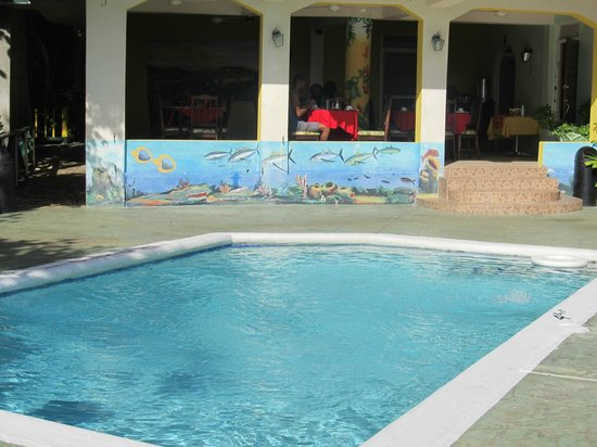 Bay View Eco Resort & Spa: pool and restaurant