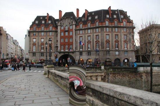 Citadines Saint-Germain-des-Pres Paris: Bridge near hotel