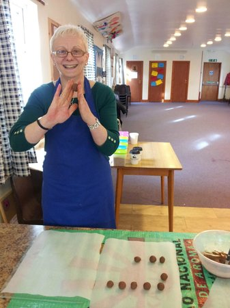 Cocoa Mountain Auchterarder: Getting a perfect round truffle