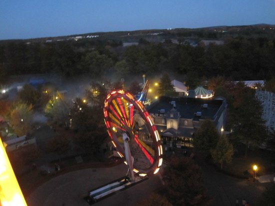 Lake Compounce: View from the ferris wheel