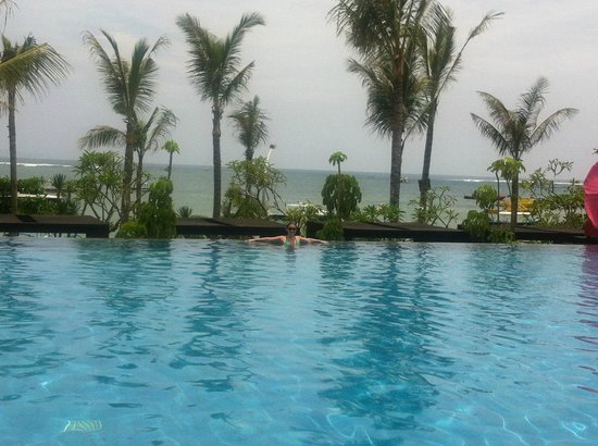 Fairmont Sanur Beach Bali: hotel pool