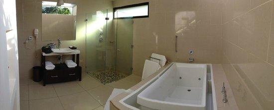 Hotel Contempo: bathroom