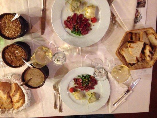 Ristorante Villa Borromeo: Tris di antipasti e crostini