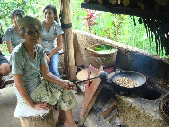 Satria Agrowisata: roasting of the civet coffee beans