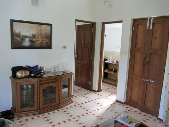 Albuquerque Holiday Villas Goa: Living room and kitchenett