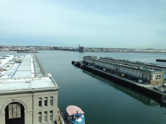 Seaport Boston Hotel : View of the Boston Harbor from the room