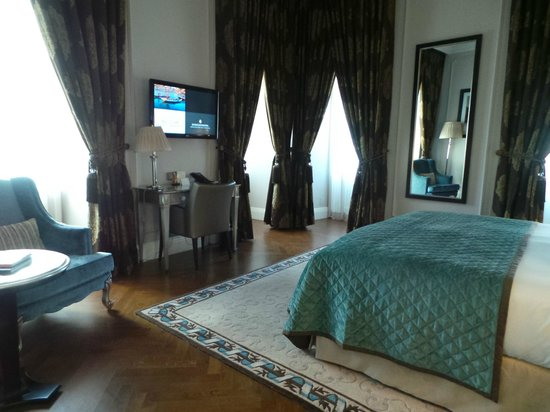 InterContinental Porto - Palacio das Cardosas: Eckzimmer