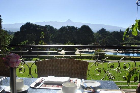 Fairmont Mount Kenya Safari Club: View of mountain at breakfast time