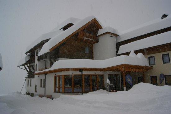 nawu's Kinderhotel: Blick von der Nordseite, unten Bereich der Lobby