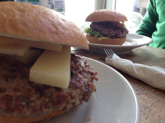 Polpa Burger Trattoria Cagliari: hamburger agnello con orto e chianina con Merlo