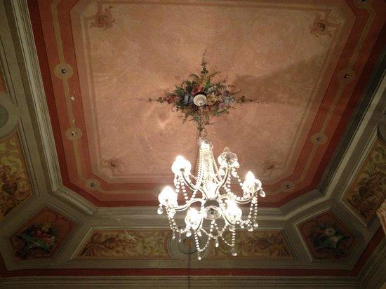 Relais Centro Storico Residenza D'Epoca: Soffitto d'altri tempi...