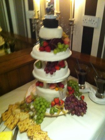 Halfway House Restaurant: wedding cake made of assorted cheese