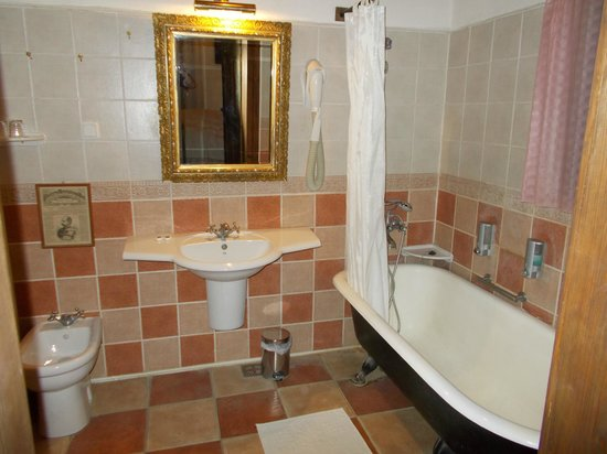 Count Kalnoky's Guesthouses: Our bathroom (very clean and high quality)