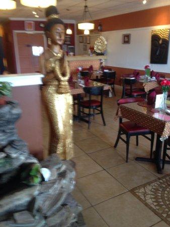 Thai Rada Restaurant: Nice ambiance soothing water sound... Quiet music