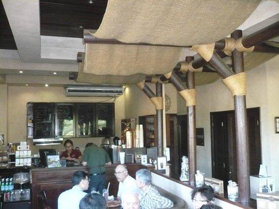 Café las Flores Cobirsa: Cafe inside