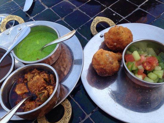 Les Jardins de Bala: Vegetable Samosa served Mint and Tamarind Chutneys and Achar