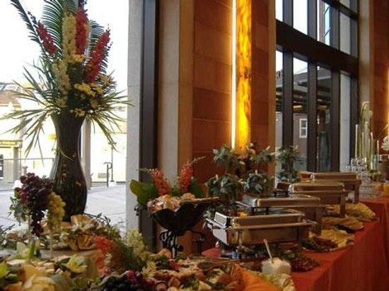 Hampton Inn Tropicana: Banquet buffet
